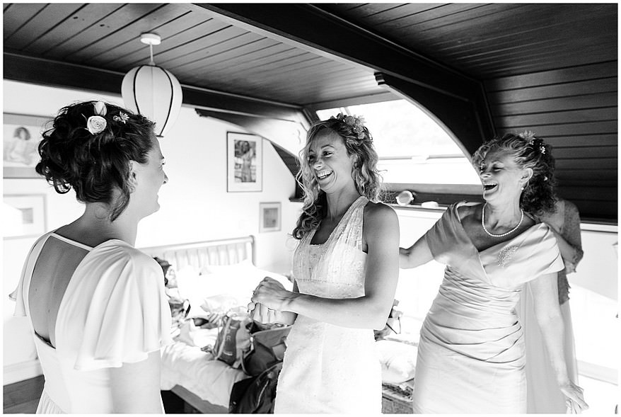 Bride and her mum getting ready for a wedding at a carbis bay hotel