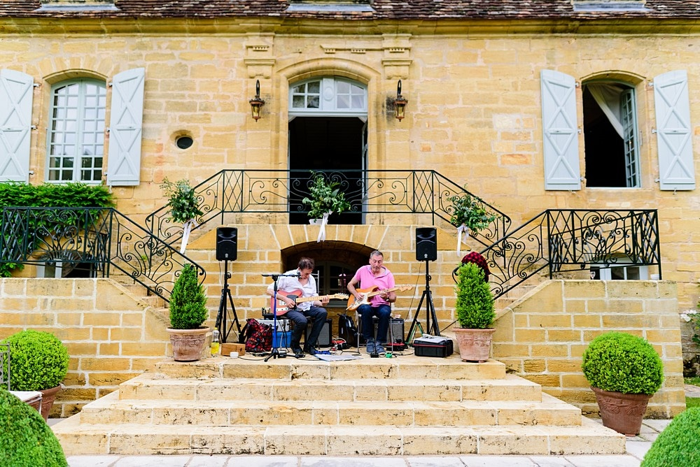 Wedding music at Chateau Forge Du Roy 95