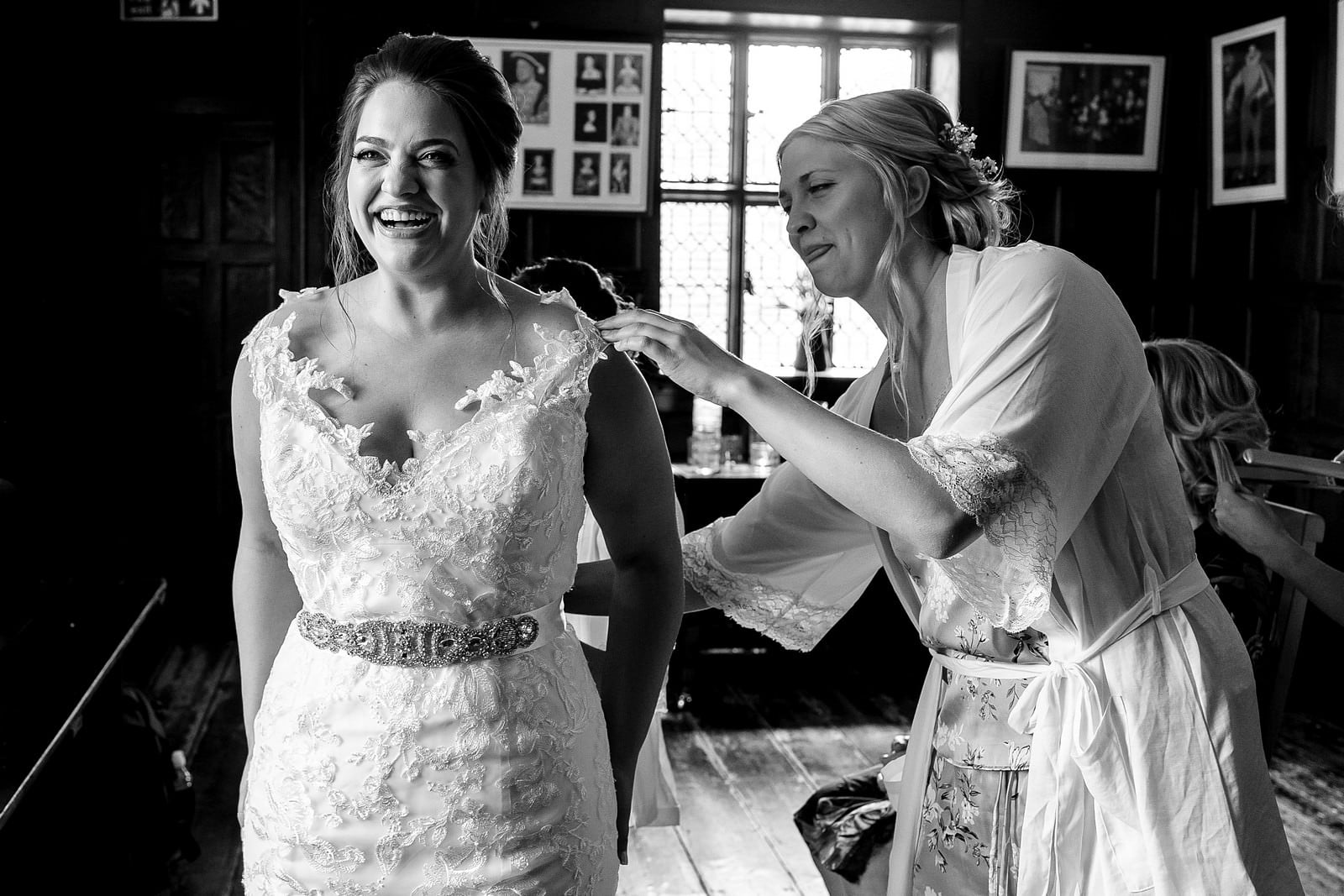bride getting ready at Ufton court 1