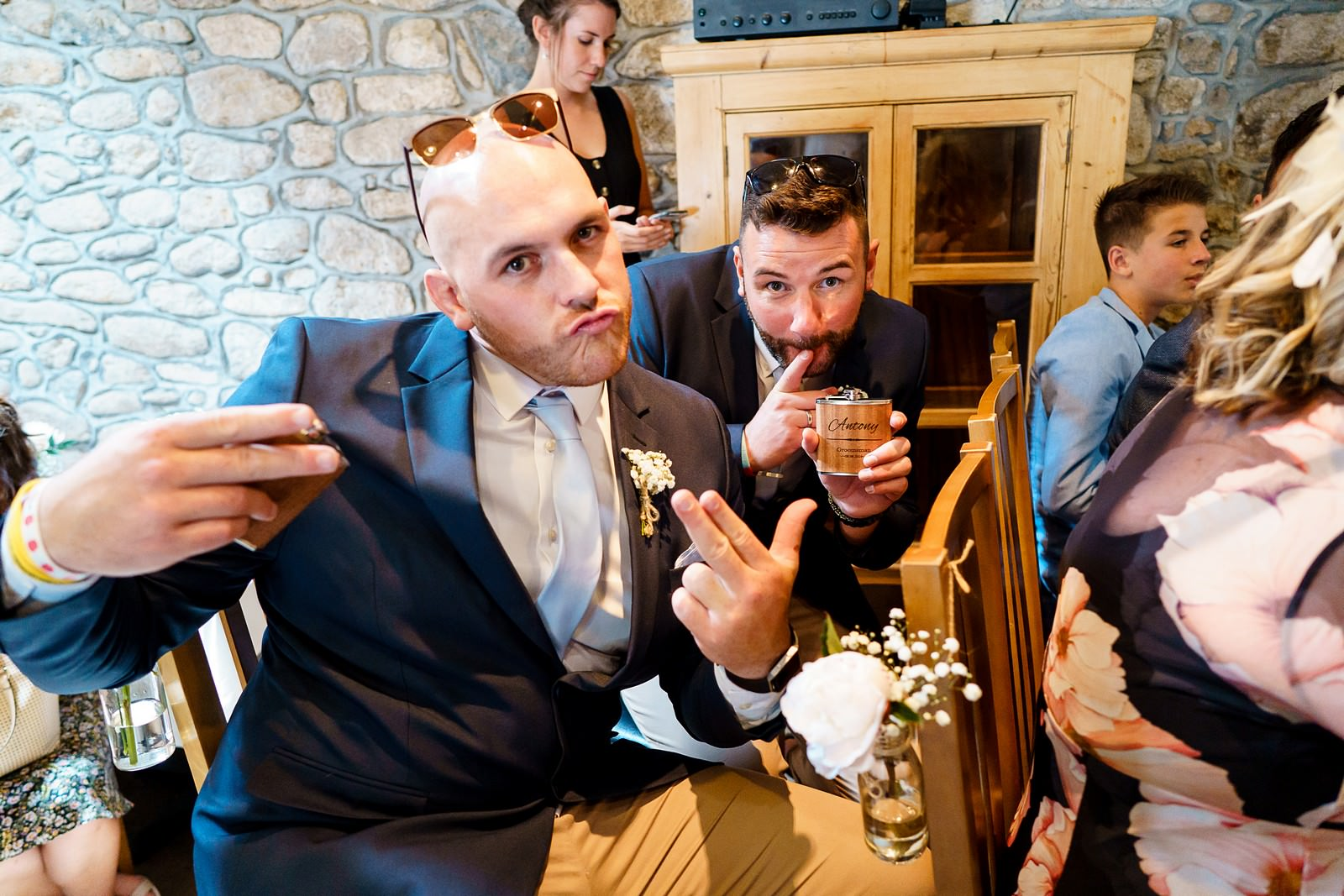 crazy wedding guests at knightor winery 47