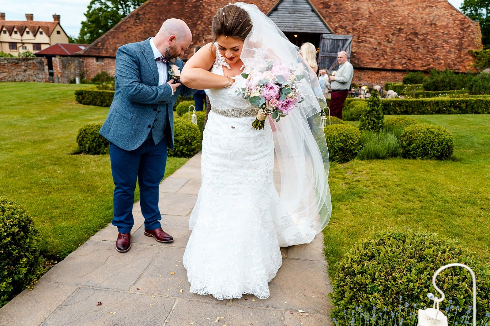 wedding confetti at ufton court 1